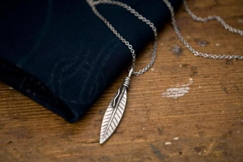 877 Workshop Necklace Feather  - Kings & Queens